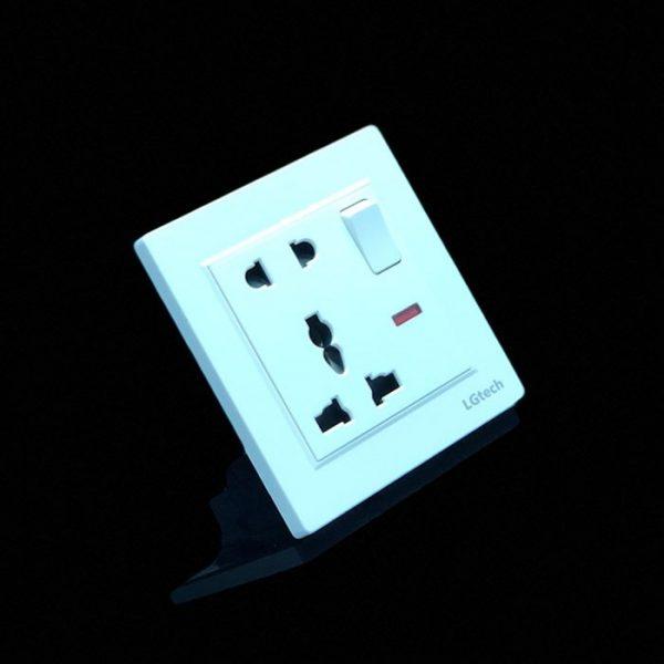 Ổ cắm điện đơn đa chuẩn có công tắc an toàn cao cấp